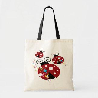 Drei rot und schwarzer Marienkäfer mit Sternen Tragetasche