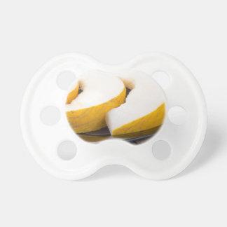 Drei Scheiben saftige gelbe Melone Schnuller