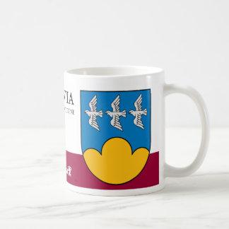 Drei Vögel auf blauem Himmel von Smiltene Lettland Kaffeetasse