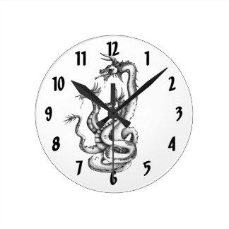 Drei vorangegangene Hydra-Entwurfs-Uhr Runde Wanduhr