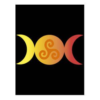dreifaches Mond einer triskell schwarzes bground Postkarte