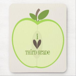 Dritter Grad-Lehrer Mousepad - grünes Apple halb