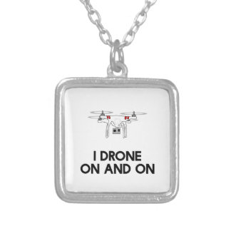 Drohne I in einem fort quadcopter Versilberte Kette