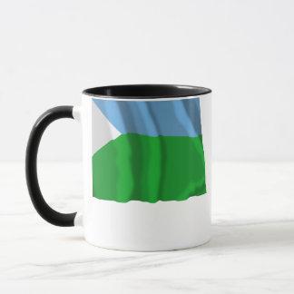 Dschibuti, das Flagge wellenartig bewegt Tasse
