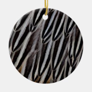 Dschungelhahn versieht Nahaufnahme mit Federn Keramik Ornament