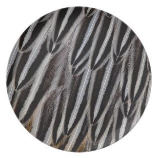 Dschungelhahn versieht Nahaufnahme mit Federn Melaminteller