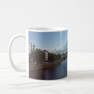 Dublin-Fluss Liffey LandschaftsTasse Kaffeetasse