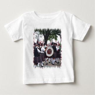 Dudelsäcke und Trommeln Baby T-shirt