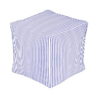 Dunkelblauer weißer Nadelstreifen Kubus Sitzpuff