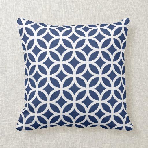 dunkelblaues geometrisches muster kissen zazzle. Black Bedroom Furniture Sets. Home Design Ideas