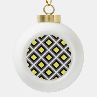 Dunkelgraue, schwarze, gelbe Ikat Diamanten durch Keramik Kugel-Ornament