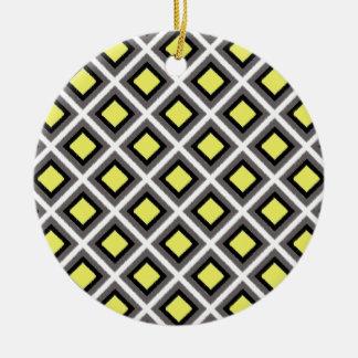 Dunkelgraue, schwarze, gelbe Ikat Diamanten durch Keramik Ornament