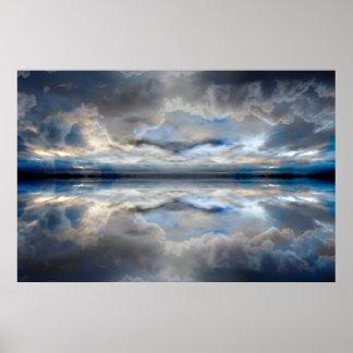 Dunkelheit reflektierte Wolken Poster
