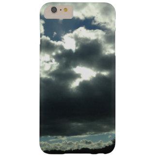 dunkle bewölkte Sonnenscheinhimmelnatur Barely There iPhone 6 Plus Hülle