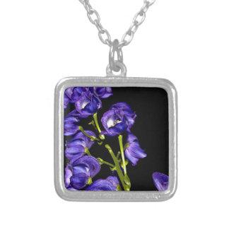 Dunkle Lila Blüten Versilberte Kette