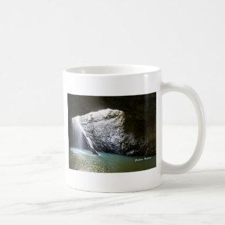 Dunkler Bogen-Wasserfall Kaffeetasse