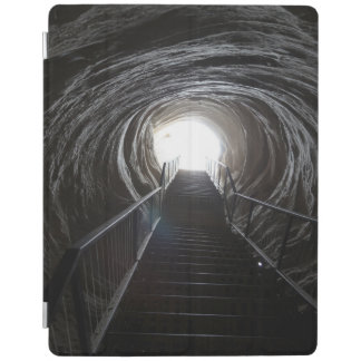 Dunkler Höhlen-Tunnel iPad Smart Cover