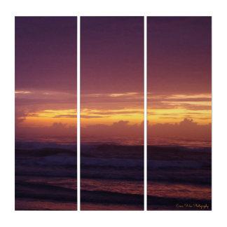 Dunkler Sonnenaufgang auf dem Strand Triptychon