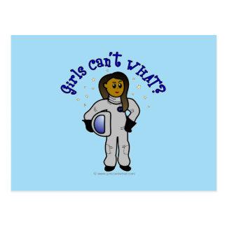 Dunkles Astronauten-Mädchen Postkarte