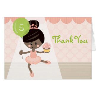 Dunkles Haar-und Haut-Ballerina-Geburtstag danken Karte