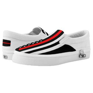 Dünne rote Linie Flaggegraphik an Slip-On Sneaker