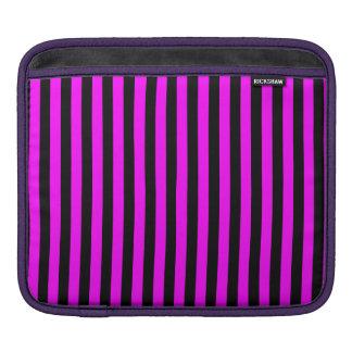 Dünne Streifen - Schwarzes und Fuchsie iPad Sleeve
