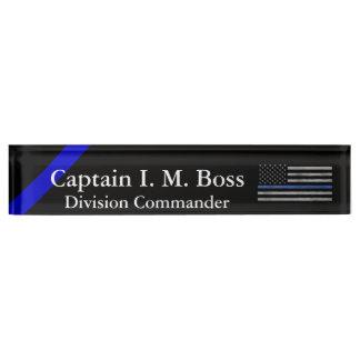 Dünnes Blue Line - beunruhigte Tattered Flagge Schreibtischplakette