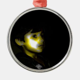 Durch das Lagerfeuer Rundes Silberfarbenes Ornament