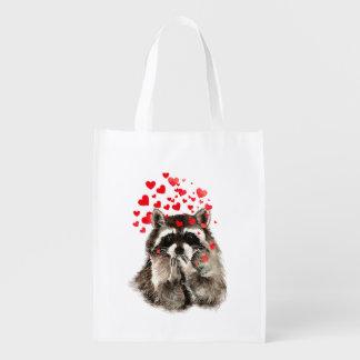 Durchbrennenküsse des lustigen Raccoon u. Tragetaschen