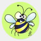 Durchmogelnde Biene Runder Aufkleber