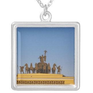 Dvortsovaya Quadrat, Triumphbogen, Sonnenuntergang Versilberte Kette