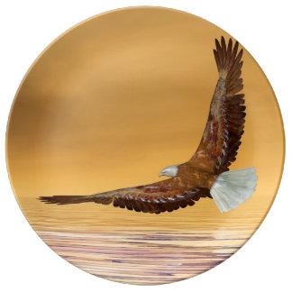 Eagle, das zur Sonne fliegt - 3D übertragen Teller