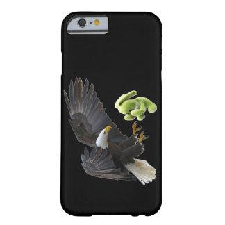 Eagle-Schrecken zu einem Teddybären Barely There iPhone 6 Hülle