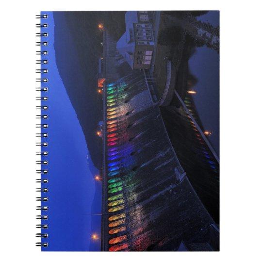 Edersee beleuchtete Staumauer am Abend Notizblock