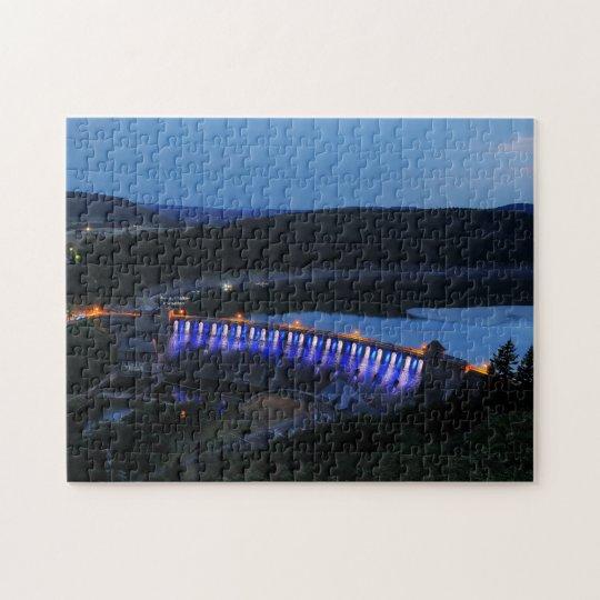 Edersee beleuchtete Staumauer am Abend Puzzle