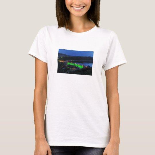 Edersee beleuchtete Staumauer am Abend T-Shirt