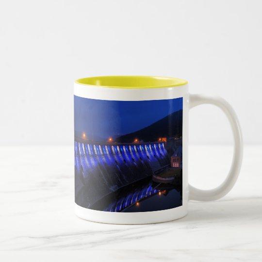 Edersee beleuchtete Staumauer am Abend Zweifarbige Tasse