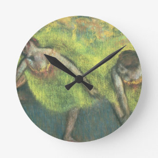 Edgar Degas | zwei entspannende Tänzer Runde Wanduhr