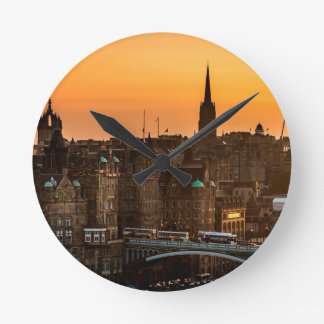 Edinburgh-Skyline-Sonnenuntergang Runde Wanduhr