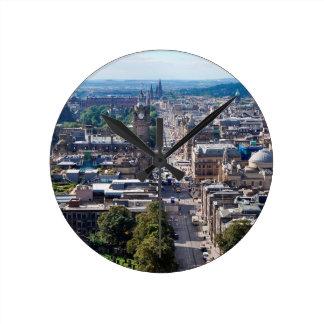 Edinburgh-Stadt-Skyline Runde Wanduhr