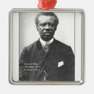 Edmond Dédé Quadratisches Silberfarbenes Ornament