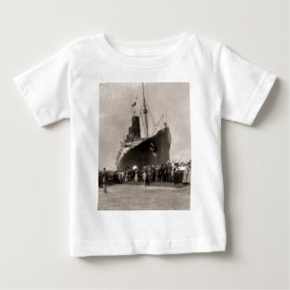 EffektivwertLusitania kommt New York City 1907 an Baby T-shirt