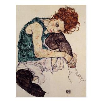EgonSchiele- Sitzfrau mit verbogenem Knie Postkarte