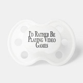 Eher spielt Videospiele Schnuller