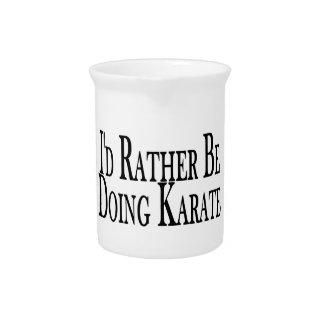 Eher tut Karate Getränke Pitcher