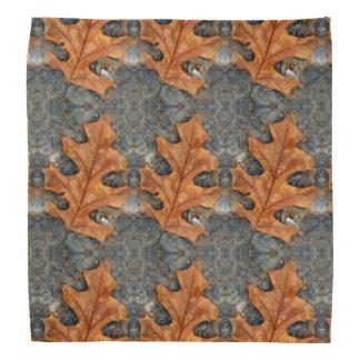Eichen-Blatt-Muster auf Bandana Halstuch