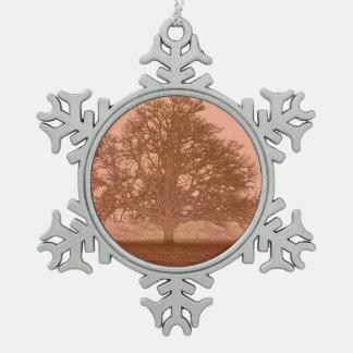 Eichenbaum-Silhouette des Erdtagessonnenuntergangs Schneeflocken Zinn-Ornament