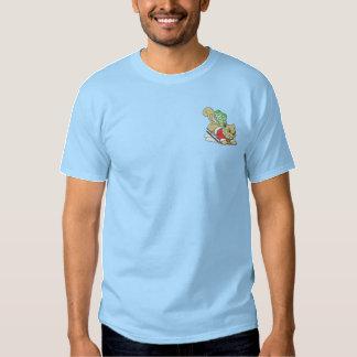Eichhörnchen mit Schlitten Besticktes T-Shirt