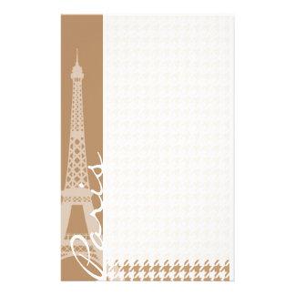 Eiffel-Turm auf hellbraunem, TAN-Hahnentrittmuster Individuelle Druckpapiere