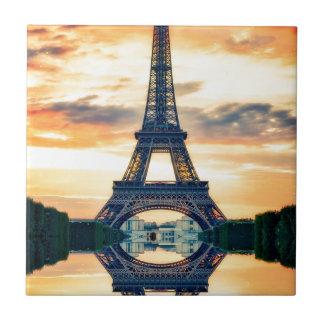 Eiffel-Turm-Paris-Abends-europäische Reise Fliese